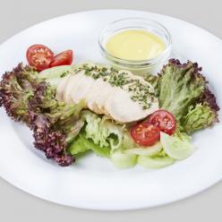 Салат с курицей и ореховым соусом