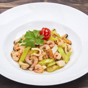 Ассорти из морепродуктов с бурым рисом